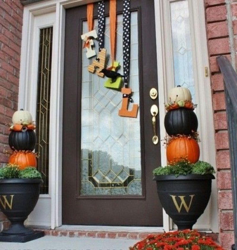 Cozy porch decoration ideas to match any home styles this fall 06