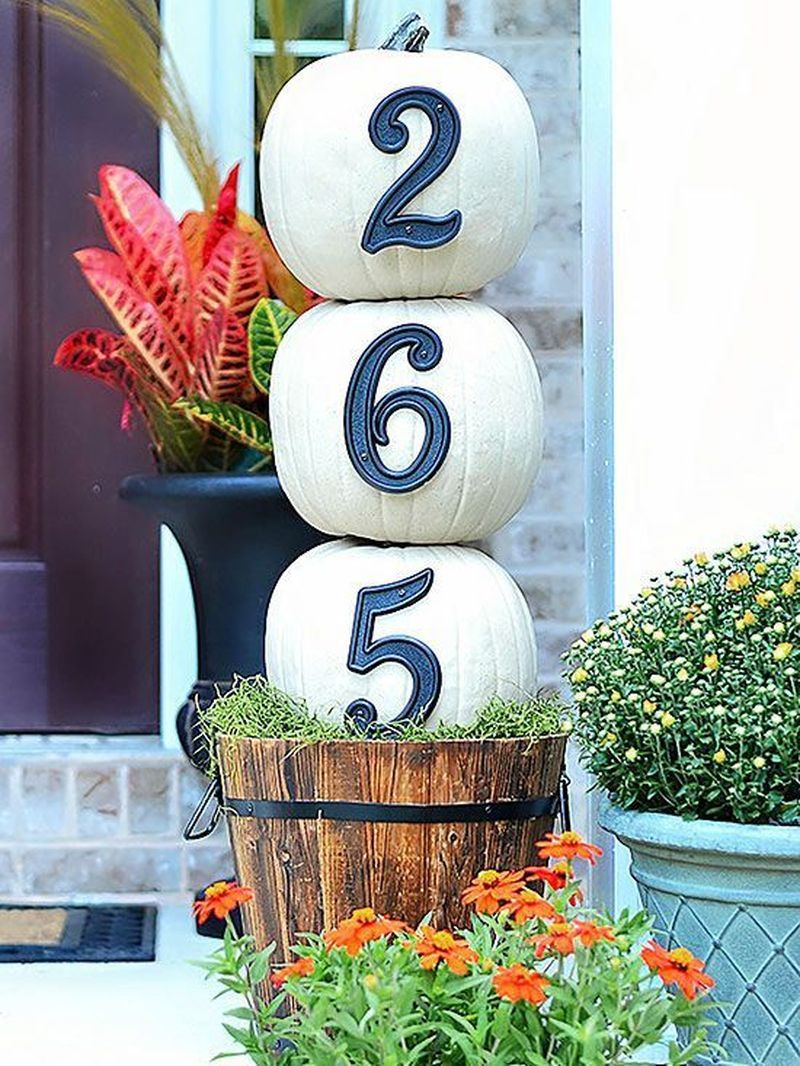 Cozy porch decoration ideas to match any home styles this fall 14