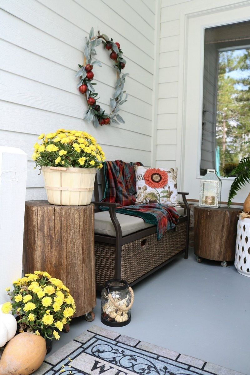 Cozy porch decoration ideas to match any home styles this fall 15
