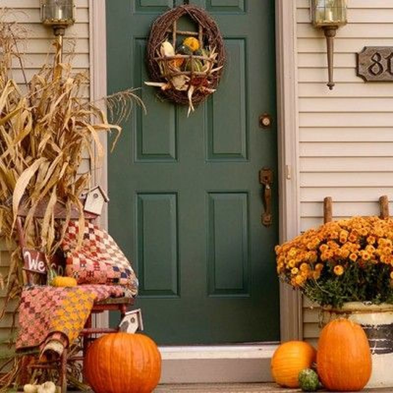 Cozy porch decoration ideas to match any home styles this fall 18