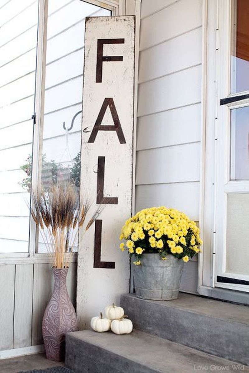 Cozy porch decoration ideas to match any home styles this fall 25