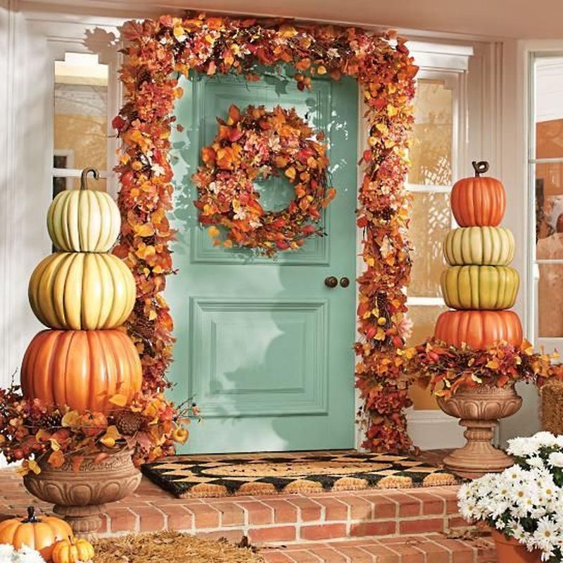 Cozy porch decoration ideas to match any home styles this fall 27