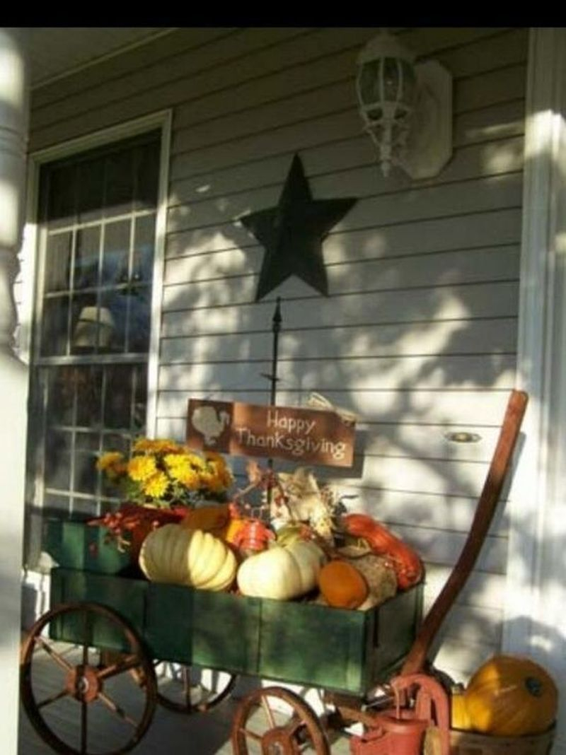 Cozy porch decoration ideas to match any home styles this fall 35