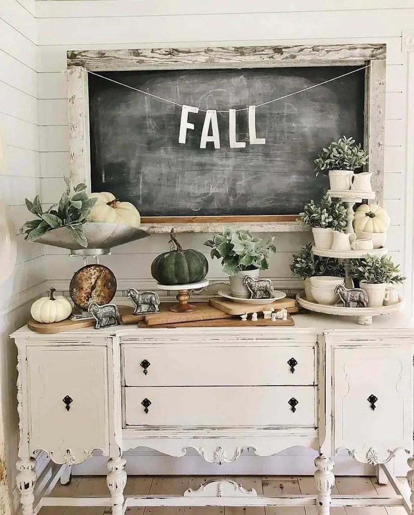 Create a fall-inspired vignette.