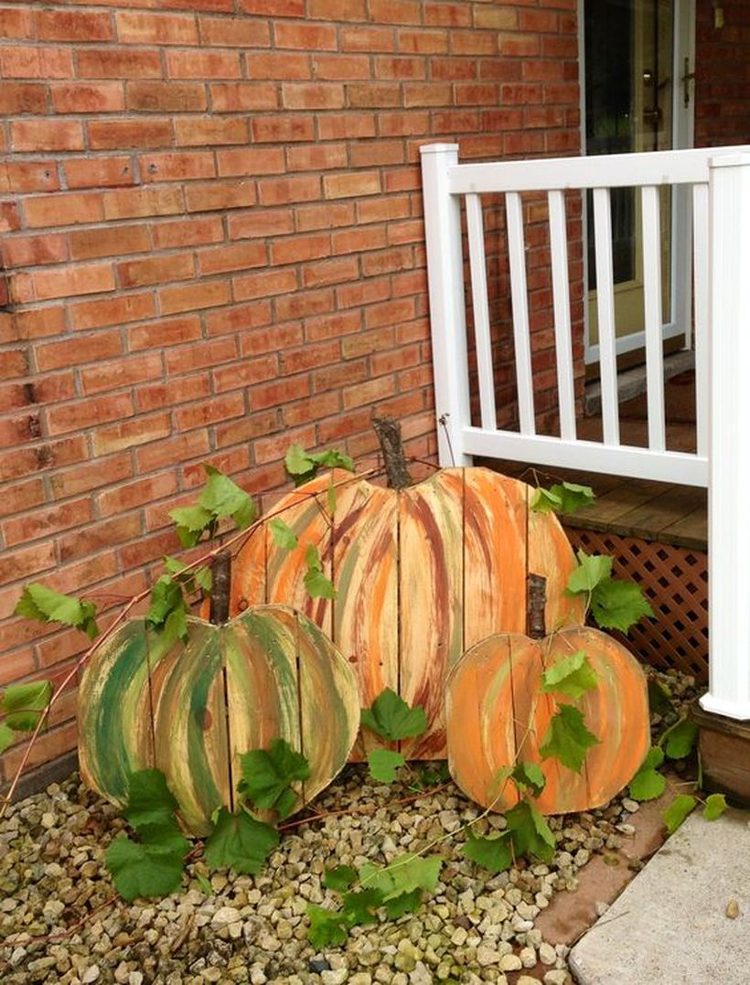Diy pallet board with pattern pumpkin wooden beam