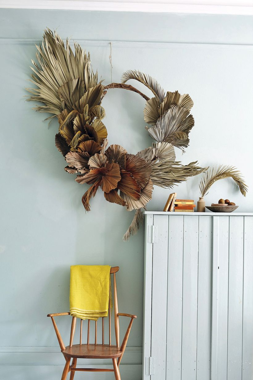 Hanging dry leaves wreaths with unique shape to add your room