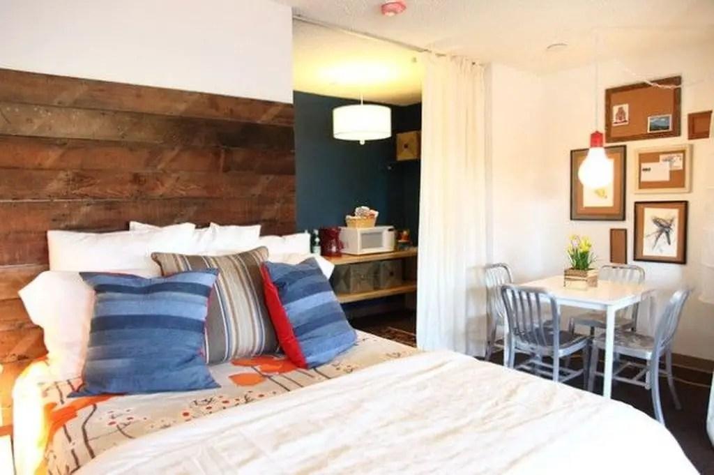 Wooden headboard to complete your bedroom
