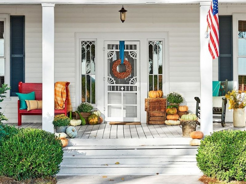 Pumpkin decoration on box pallet for your porch you must try