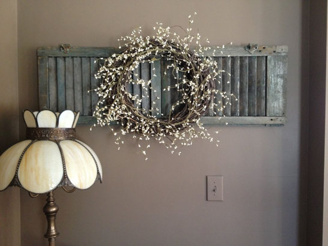 Simple rustic wall art ideas with a wreath, and stand lamp to look classic