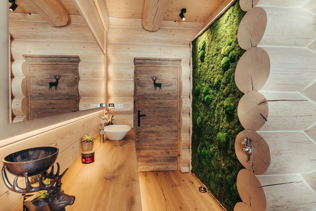 An awesome bathroom design with wooden wall and big mirror combined with moss wall to beautify your bathroom design