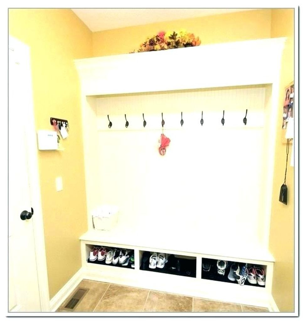Modern entryway design with coat hooks storage to perfect your entryway
