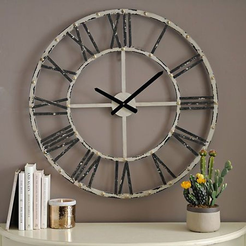 Old clock for wall decoration with iron material