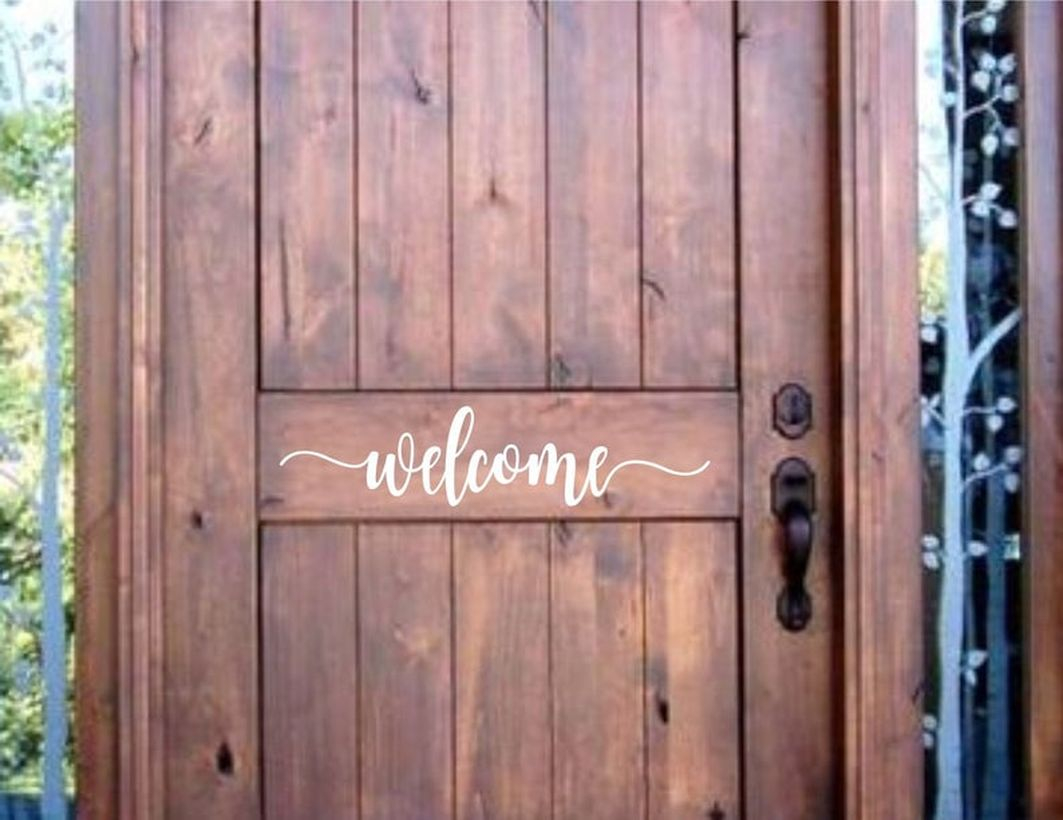 Simpel front door decoration with way in the picture that says welcome to say hello to your guests