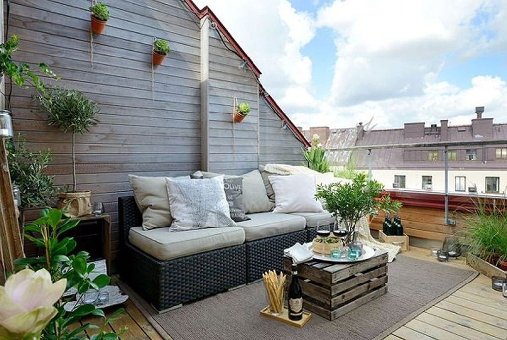 Utilize vertical space to add more space to your rooftop garden, hang planters on the walls, use railing planters to perfect your rooftop garden design