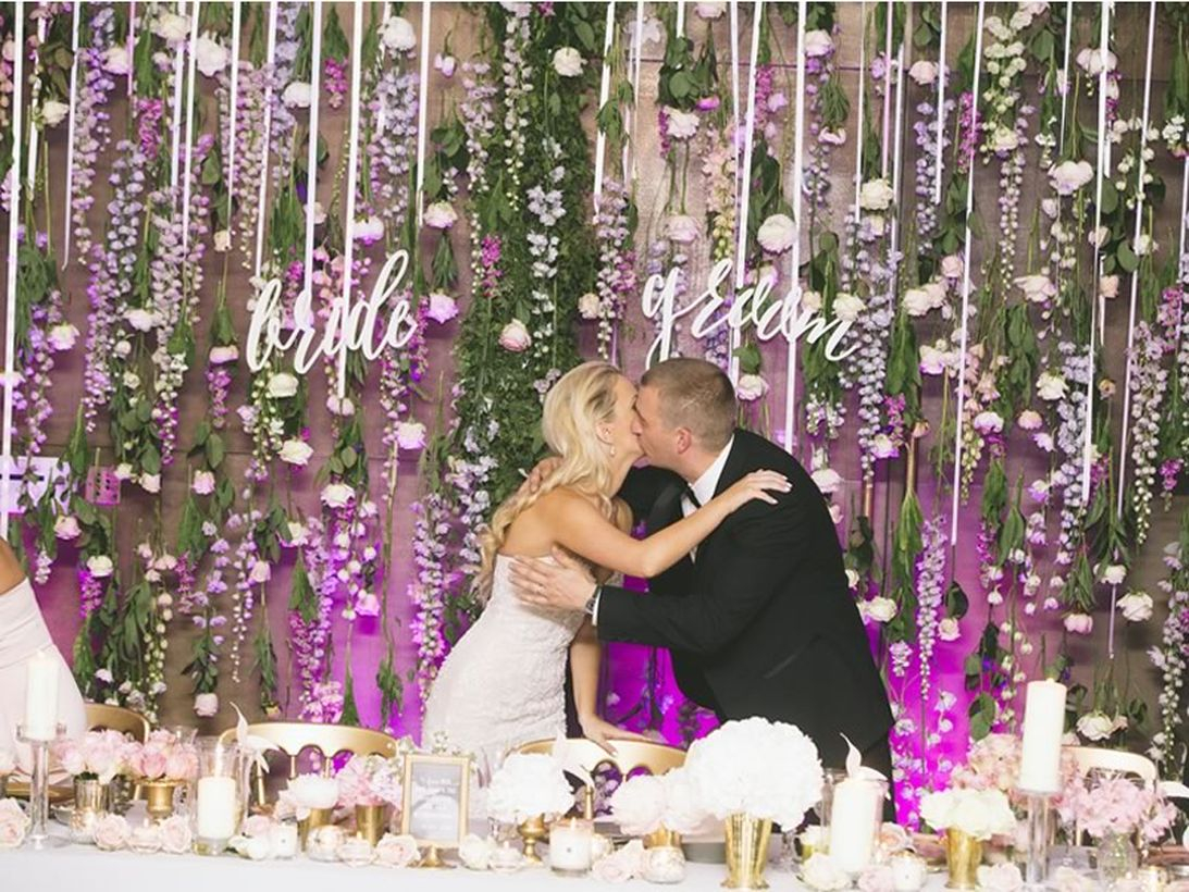 Beautifull back drop decoration wall with white roses for your venue wedding