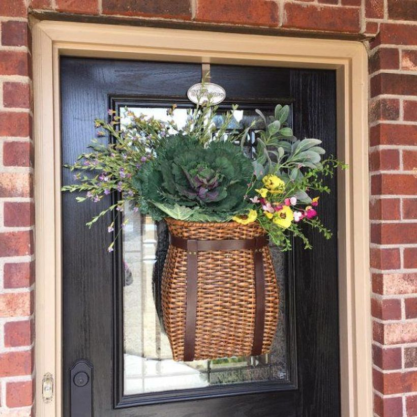 Creative wreath with rattan basket