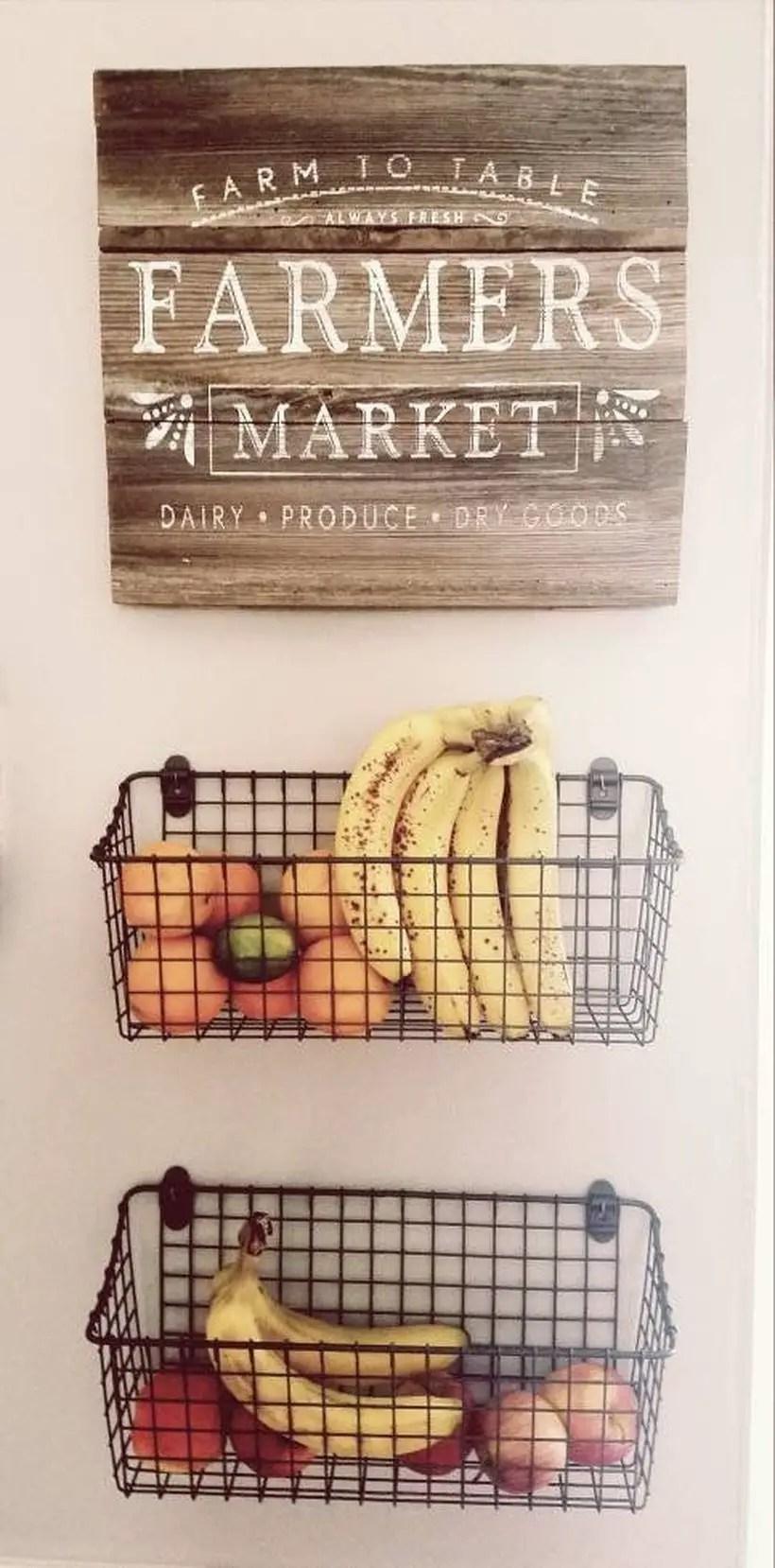 Hanging iron basket to store fruits