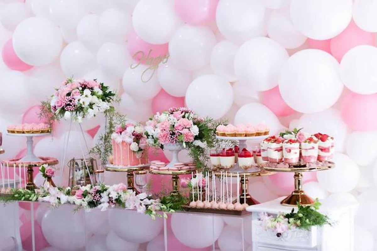 Iron table to store arrangement houseplant and cake birthday