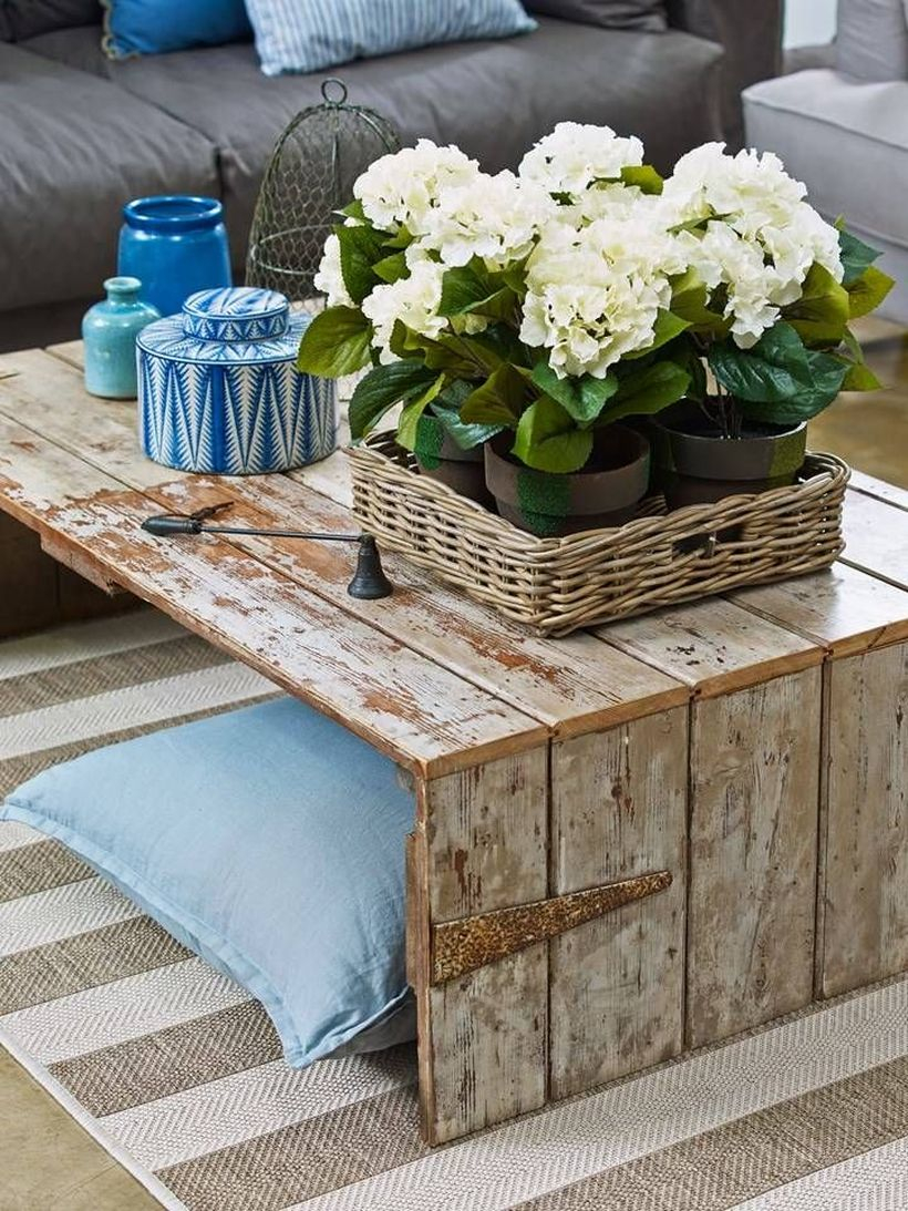 Remodel wooden pallet coffee table