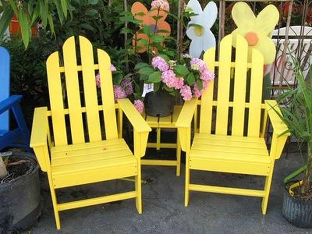 Yellow wooden pallet chair