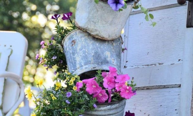 Arangement-vintage-garden-ideas-with-metal-bucket-flower-planter-you-must-try