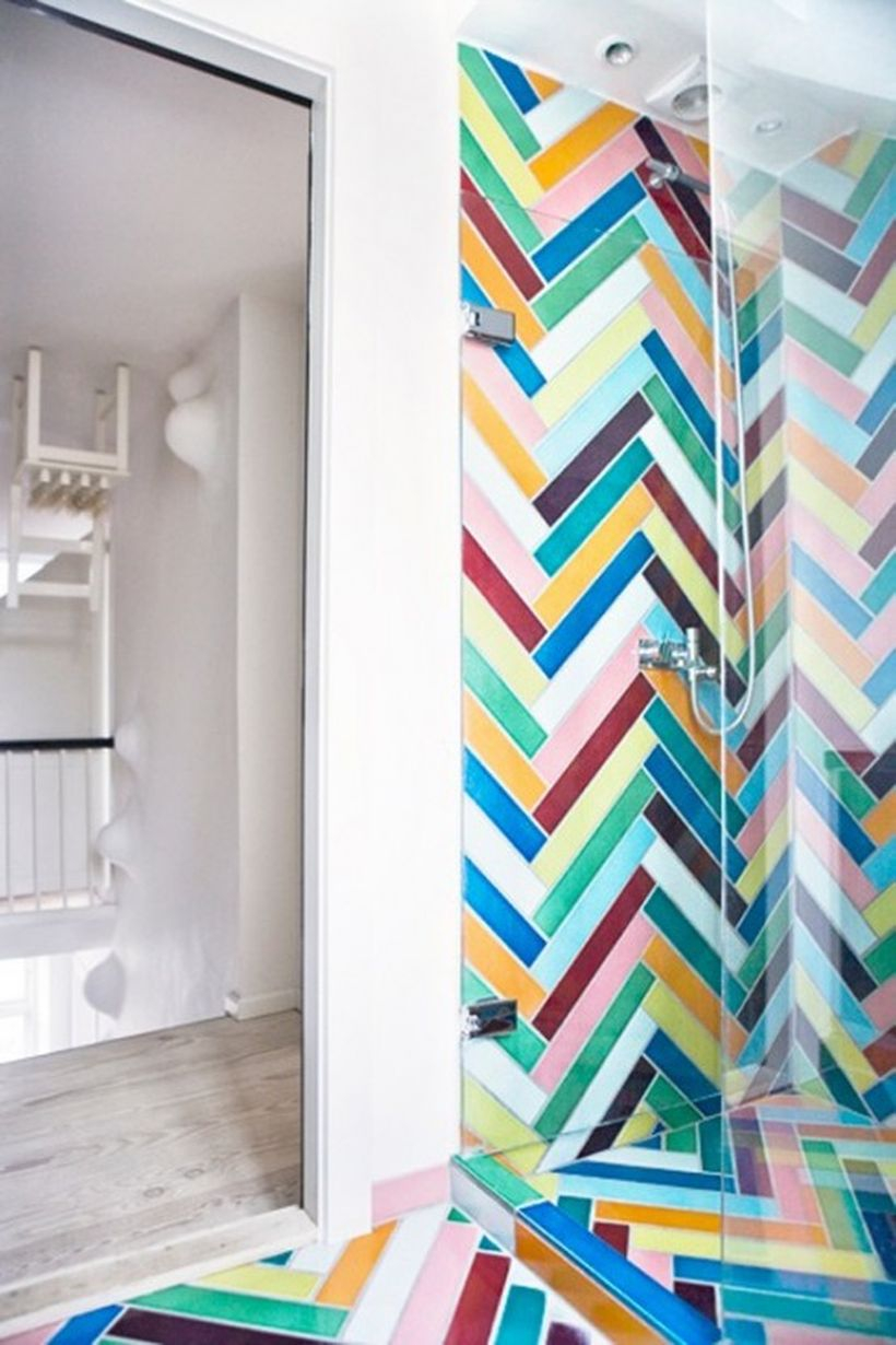 Best bathroom with colorful striped pattern tile ideas for your decoration
