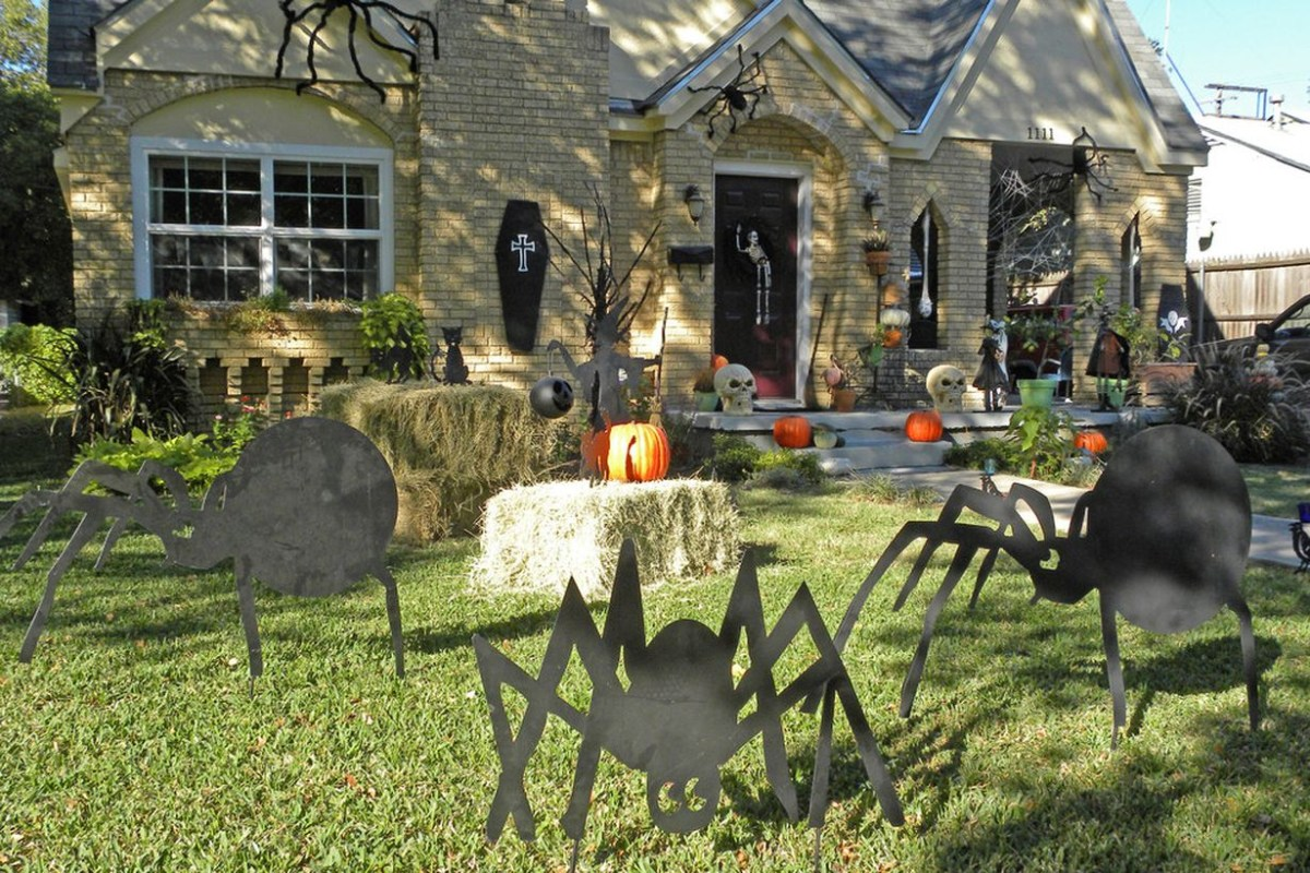 Diy halloween decorations with homemade spider