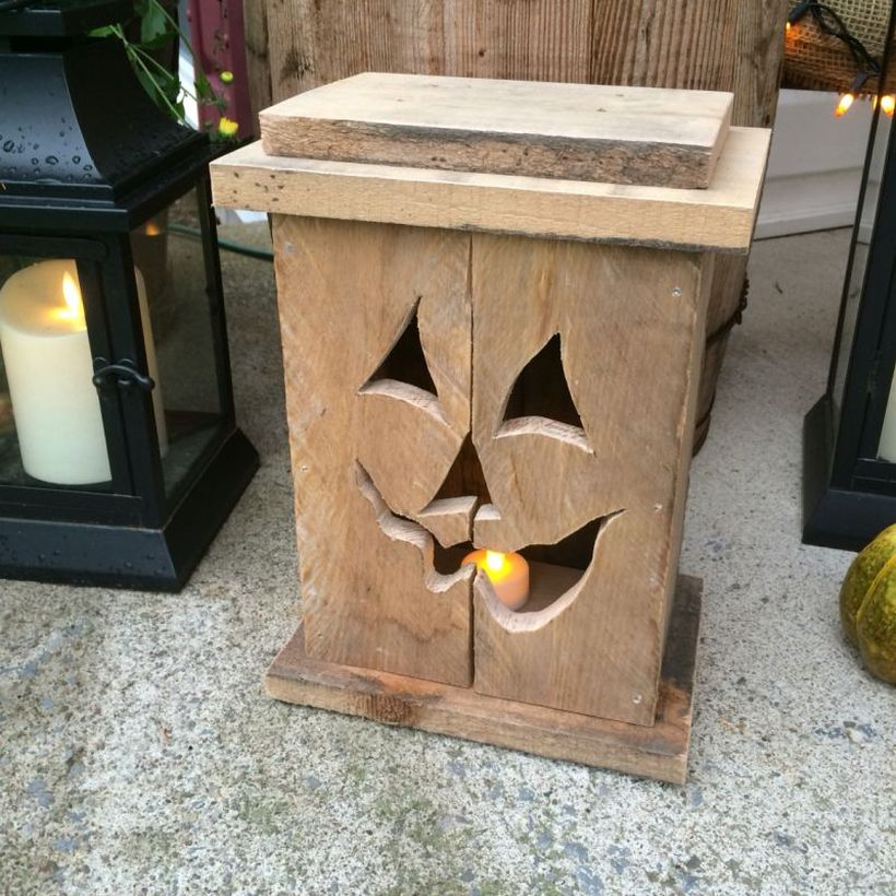 Halloween candle lanterns from wooden pallets for outdoor desigen