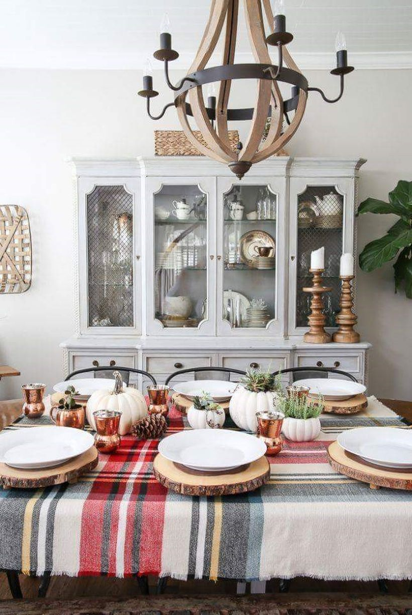 Organized-thanksgiving-table-for-dinner.-