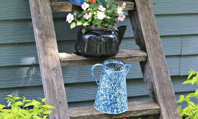 Pretty-vintage-planter-garden-ideas-with-rustic-ladder-and-used-teapots