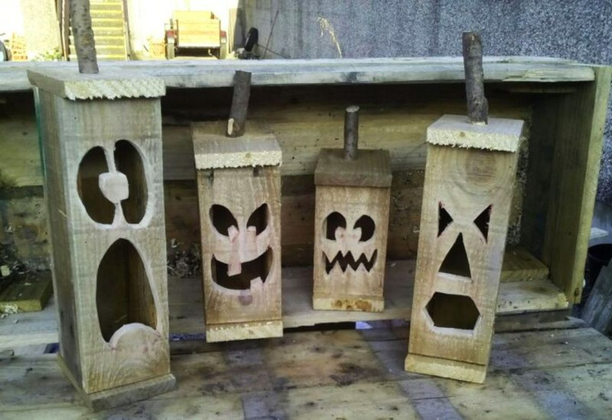 Small halloween lanterns from wooden pallets for your outdoor decoration