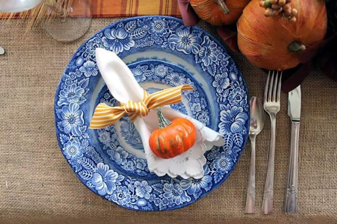 Table-setting-for-thanksgiving.-