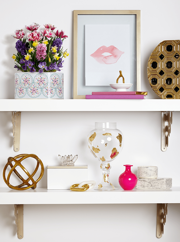 White shelf to perfect your home