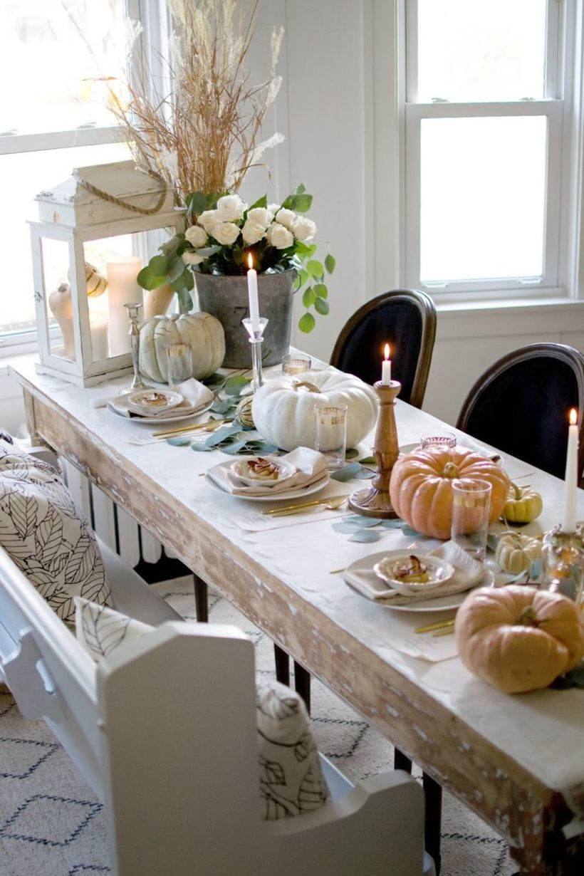 Wooden-table-and-white-pumpkin.-
