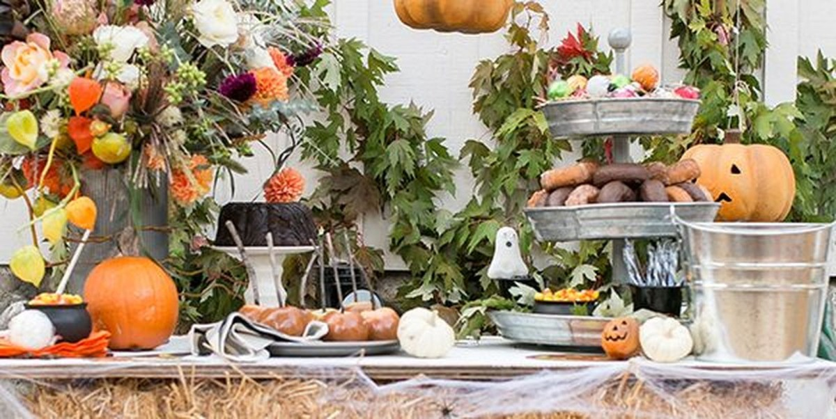 Centerpiece and pumpkin arrangement