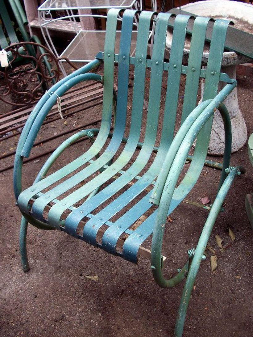 Simple-diy-green-metal-glider-chair-for-vintage-ourdoor-furniture-you-must-try