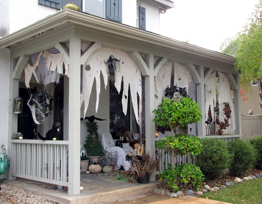 Simple decoration halloween porch creepy