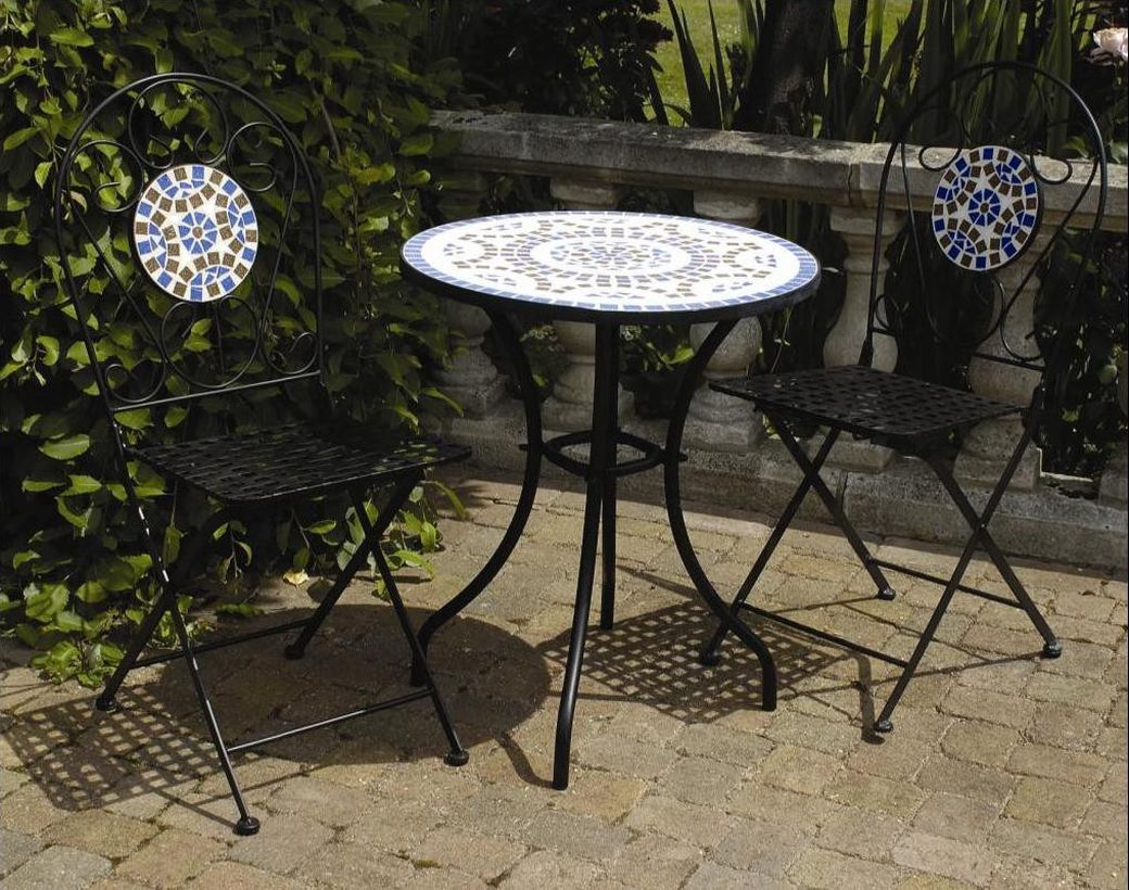 Simple-vintage-outdoor-furniture-cover-with-all-in-iron-table-and-chair-for-your-and-family-relaxing-you-must-try