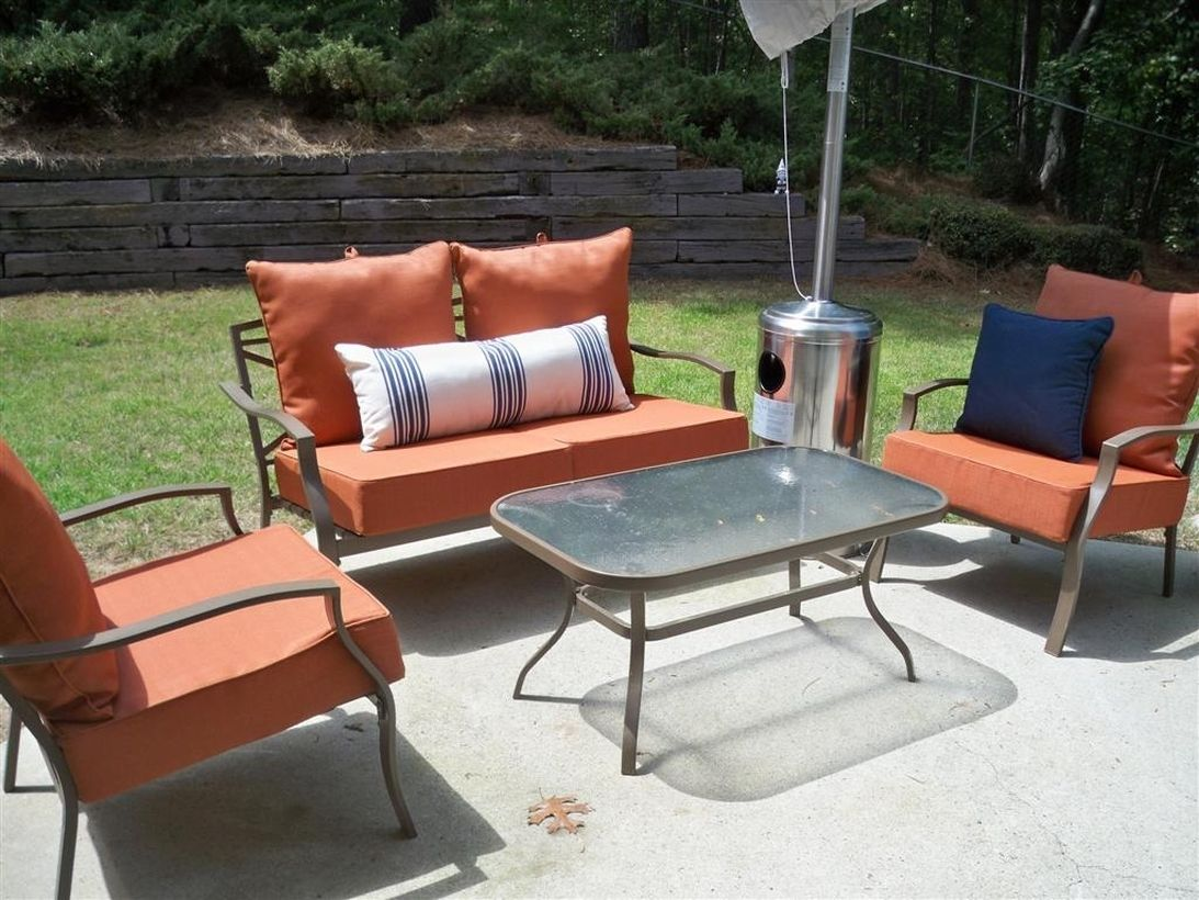 Simple-vintage-outdoor-furniture-decoration-with-iron-table-and-sofa-frame-layout-settings