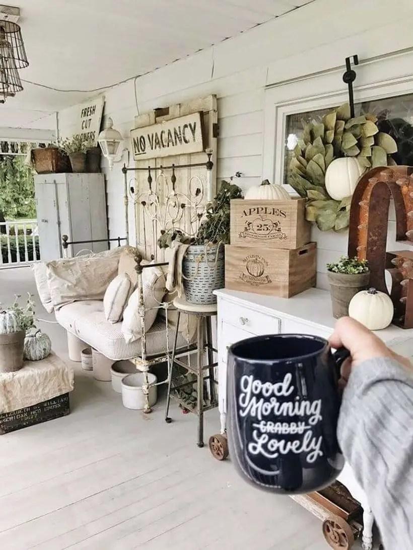 Raunchy chic farmhouse porch decor