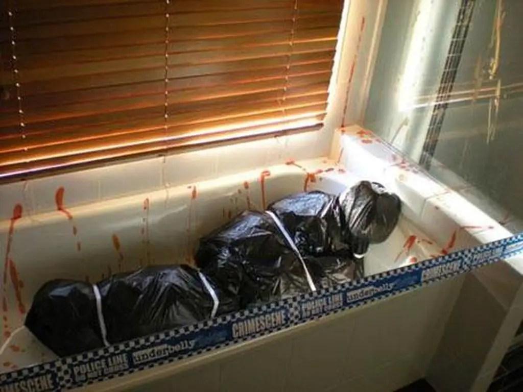 Bathroom-corpse-body-bag-halloween-diy