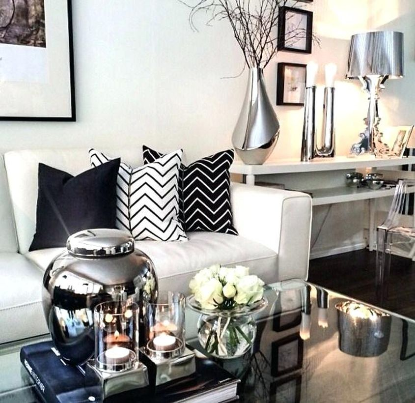 Silver-vases-modern-flower-ornament-to-decorate-your-living-room-to-make-it-look-glamorous