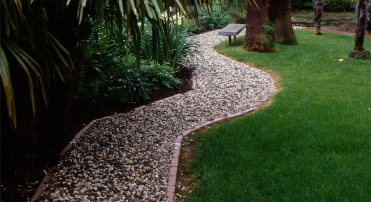 1gravel-walkway-french-drain-maureen-gilmer_2773