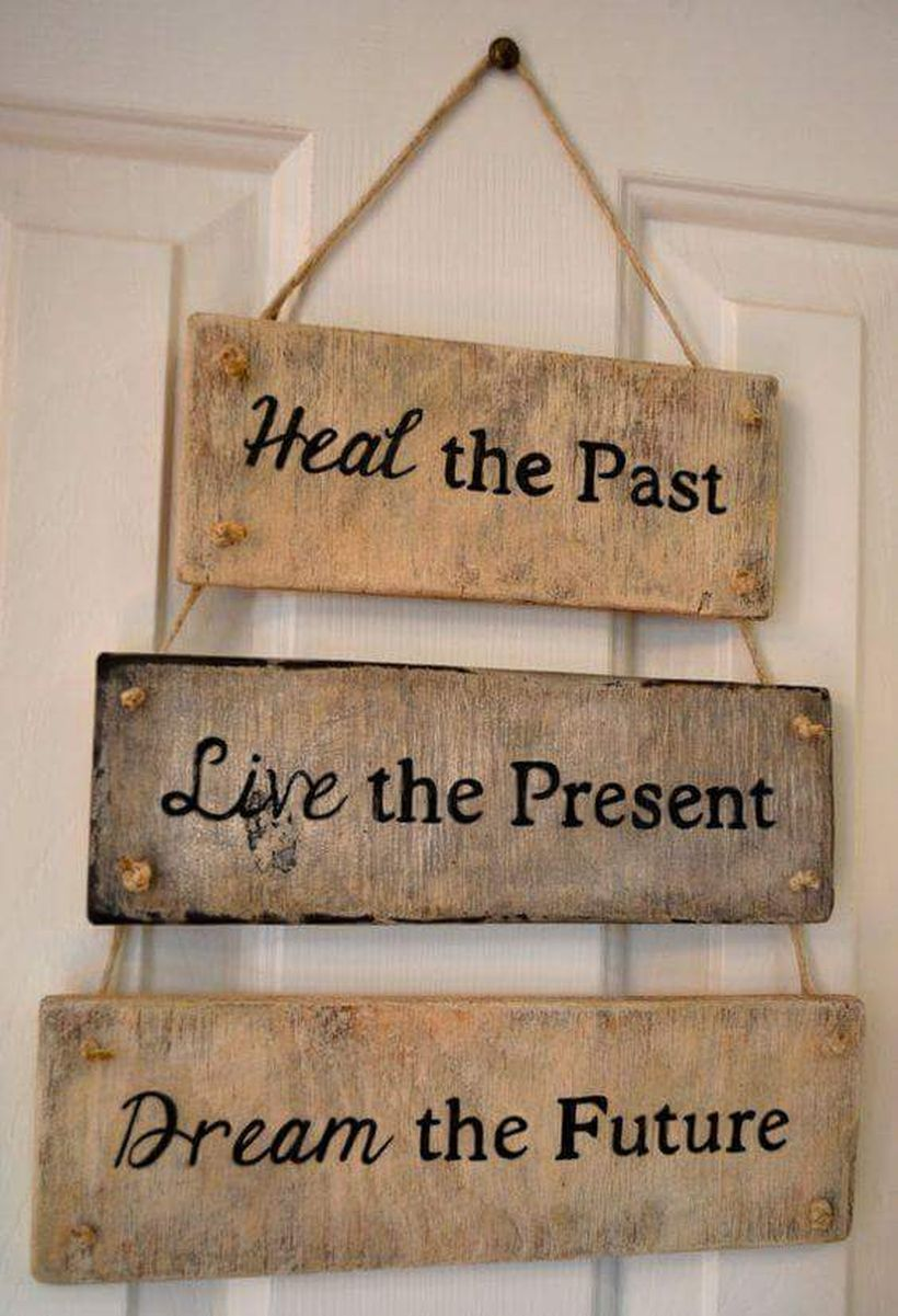 7-wood-art-signs-and-decor