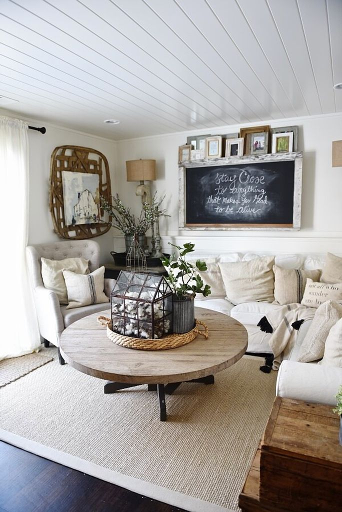 Bright-farmhouse-living-room-with-woven-oranments-on-the-walls-to-make-more-perfect-your-living-room