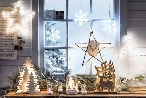 Christmas-window-lights-decoration-ideas-1-1024x686