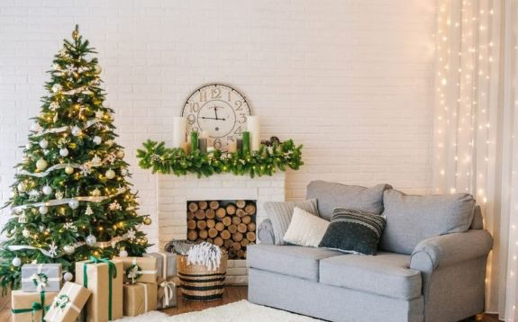 Decorating-for-a-particular-season-might-seem-limited.-traditionally-winter-decor-especially-christmas-decorations-boasts-bright-reds-and-greens.