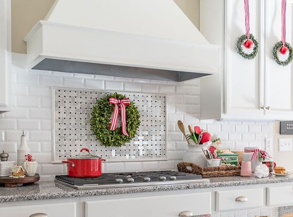 Farmhouse-christmas-kitchen2-1