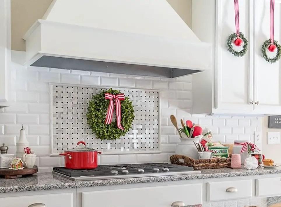 Farmhouse-christmas-kitchen2-1