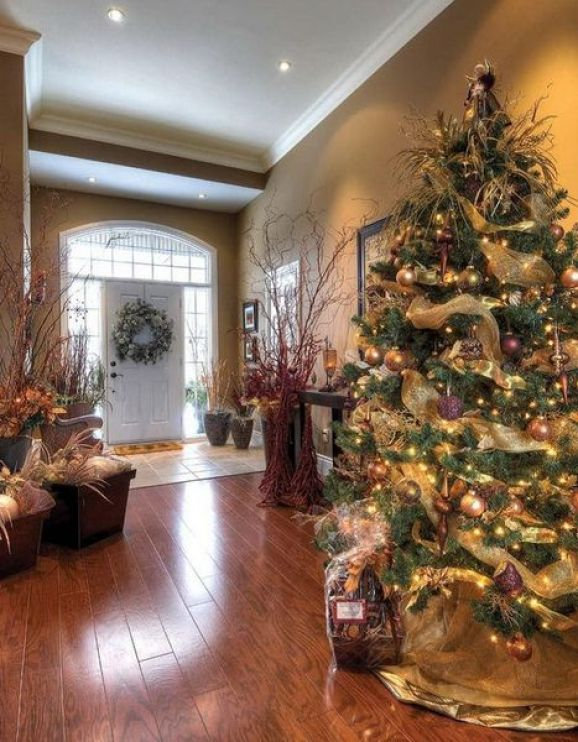 Fresh-festive-christmas-entryway-decorating-ideas_49